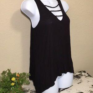 💥 Mudd Women's black ribbed flowy  tank top